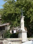 St-Nazaire-de-Ladarez - Place église (2)